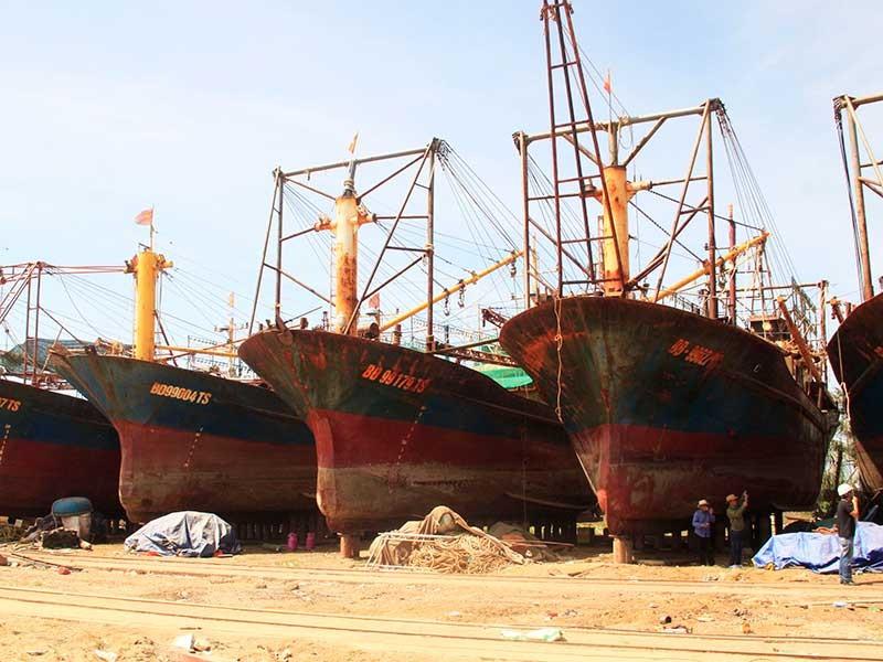Buộc thay vỏ tàu thép cho ngư dân Bình Định - ảnh 1