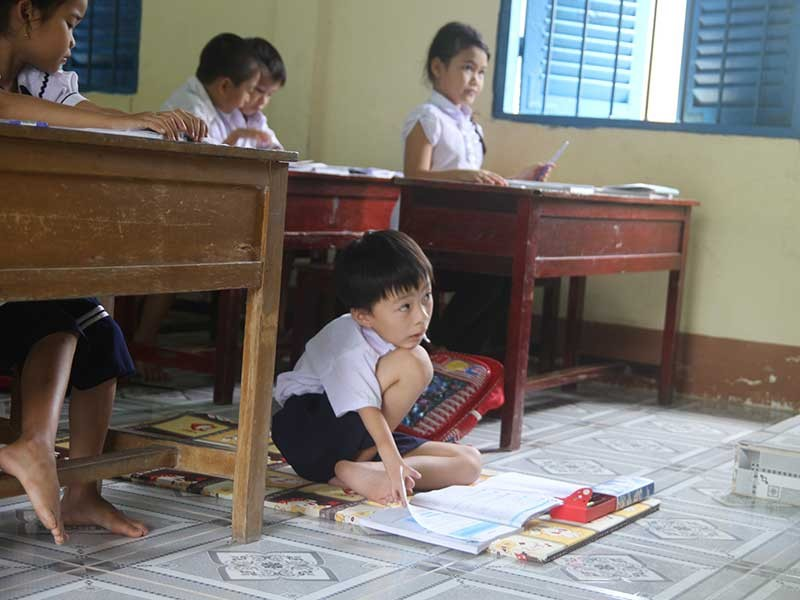 Cậu bé viết bằng chân mơ xây nhà cho mẹ - ảnh 2