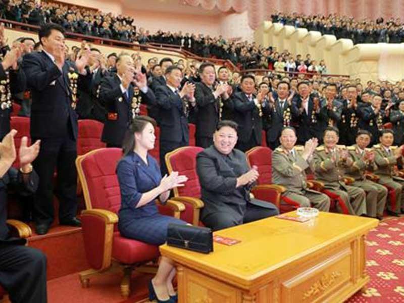Phu nhân ông Kim Jong-un tái xuất hiện tại đại tiệc - ảnh 1