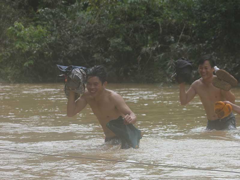 15 năm sợ hãi bơi qua sông tìm con chữ  - ảnh 2