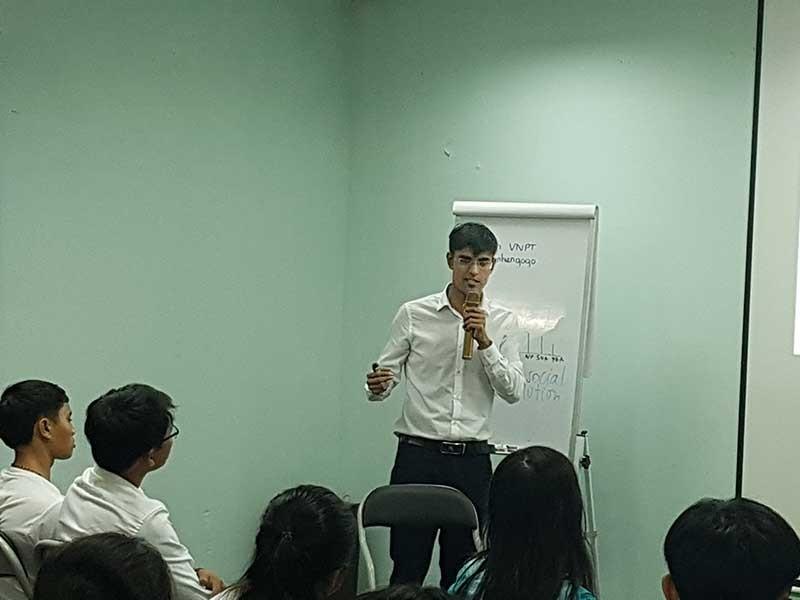 Anh chàng nước ngoài mở dự án lo sức khỏe người Việt - ảnh 1