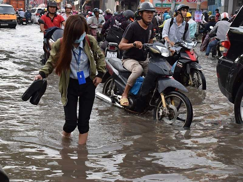 Nhiều nơi nước ngập tràn vào nhà - ảnh 1