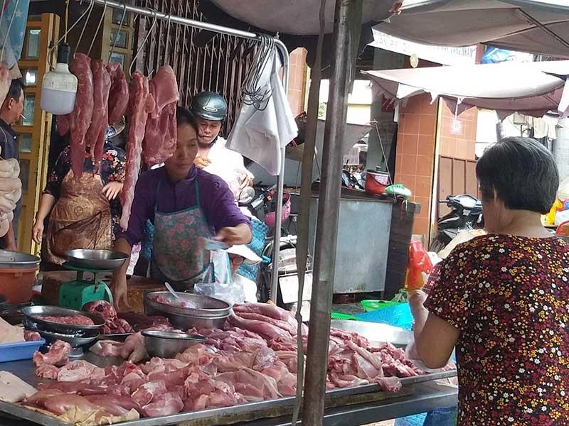 Pín dê, lòng heo… hết đường vào Việt Nam - ảnh 1