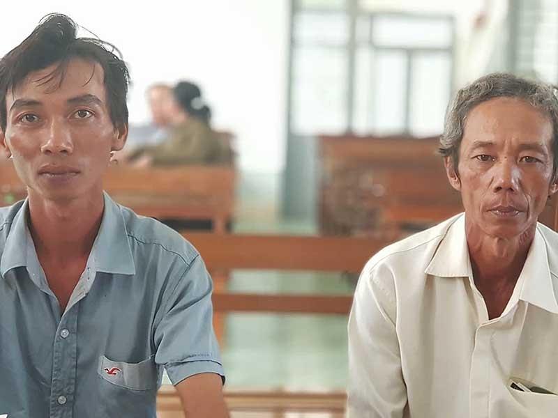 Tòa vẫn tuyên 2 nông dân… nhận hối lộ - ảnh 1