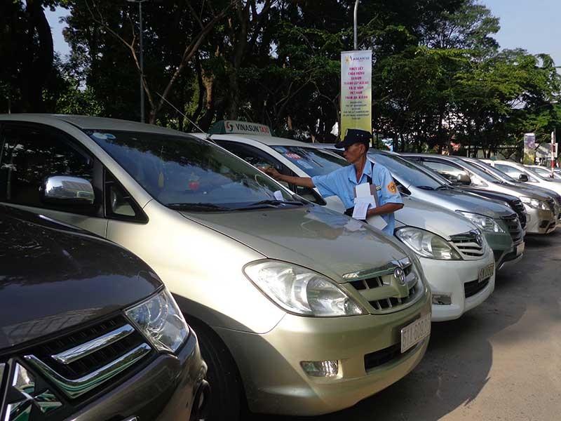 TP.HCM lại điều chỉnh mức, thời gian thu phí ô tô - ảnh 1