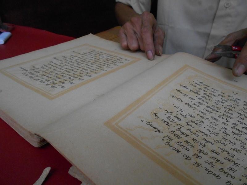 Người 'chữa bệnh' cho sách cũ ở Sài Gòn - ảnh 12