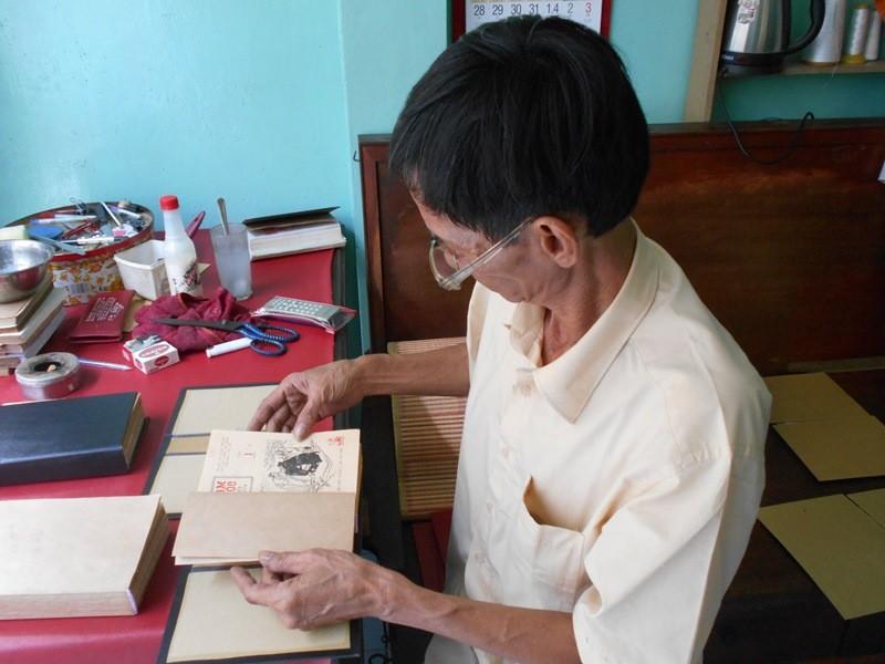 Người 'chữa bệnh' cho sách cũ ở Sài Gòn - ảnh 14