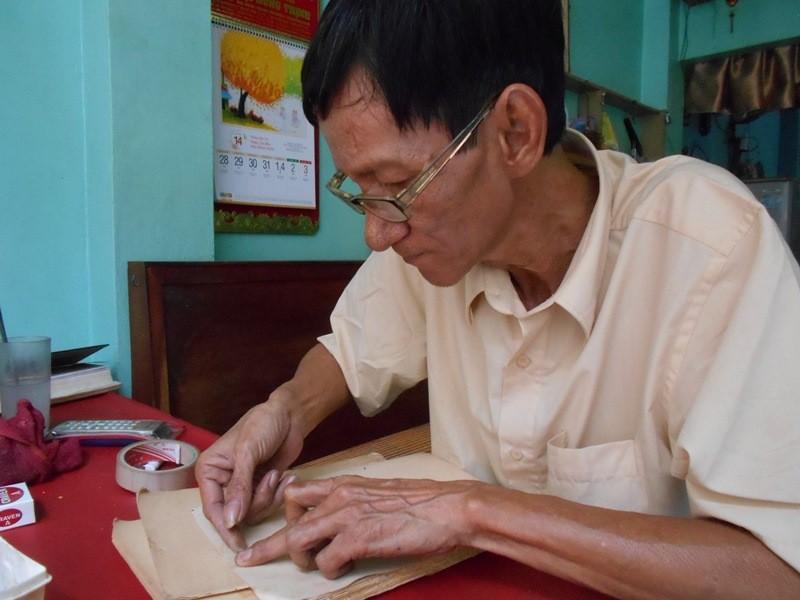 Người 'chữa bệnh' cho sách cũ ở Sài Gòn - ảnh 2