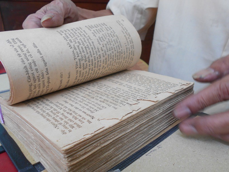 Người 'chữa bệnh' cho sách cũ ở Sài Gòn - ảnh 3