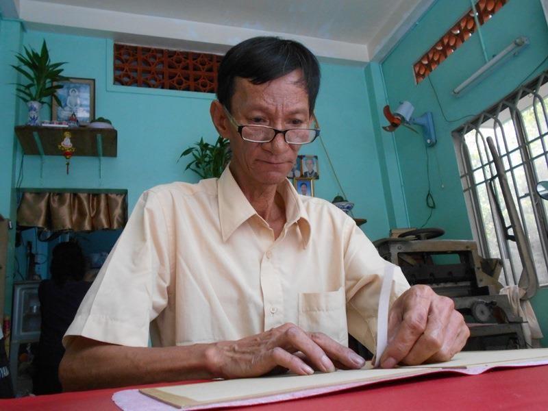 Người 'chữa bệnh' cho sách cũ ở Sài Gòn - ảnh 5
