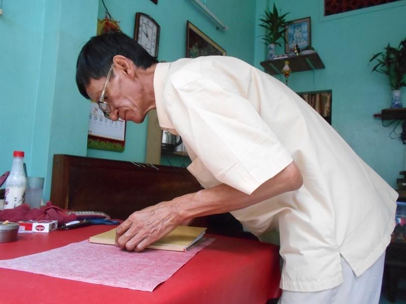 Người 'chữa bệnh' cho sách cũ ở Sài Gòn - ảnh 6