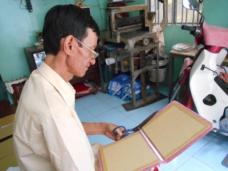 Người 'chữa bệnh' cho sách cũ ở Sài Gòn - ảnh 7