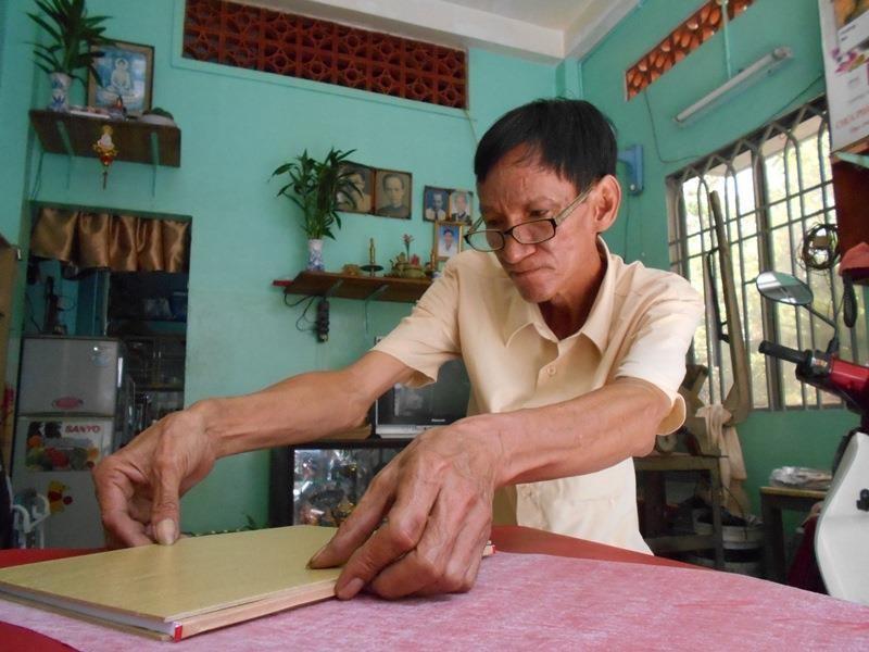 Người 'chữa bệnh' cho sách cũ ở Sài Gòn - ảnh 8