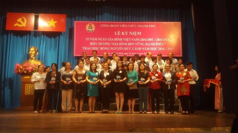 260 gia đình nhận danh hiệu gia đình bền vững nhân ngày 28-6 - ảnh 2