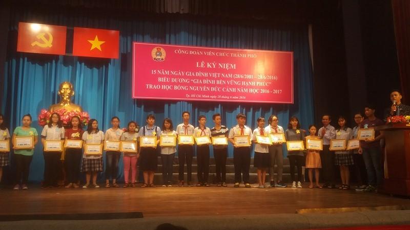 260 gia đình nhận danh hiệu gia đình bền vững nhân ngày 28-6 - ảnh 3