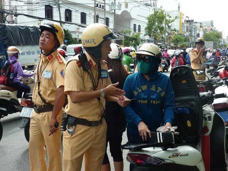TP.HCM: Ngày đầu ra quân xử phạt hành chính theo Nghị định 46 - ảnh 2
