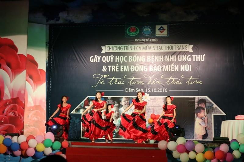 Trẻ song sinh ca hát gây quỹ ủng hộ bệnh nhi ung thư - ảnh 6