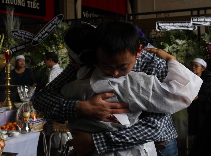 Những cảm xúc nghẹn ngào trong đám tang NSƯT Quang Lý - ảnh 7