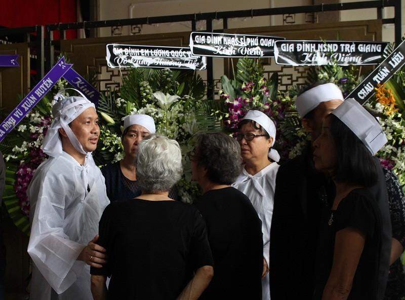 Những cảm xúc nghẹn ngào trong đám tang NSƯT Quang Lý - ảnh 6