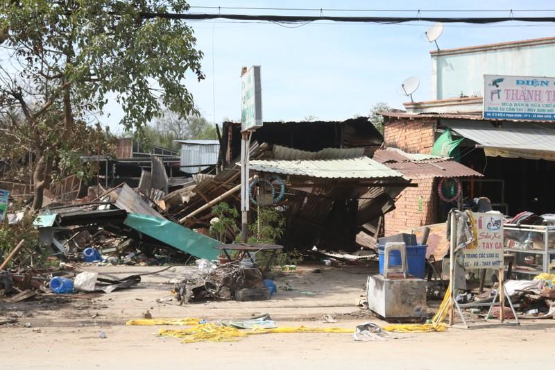 Sau vụ cháy đầu năm, người dân lao đao  - ảnh 2