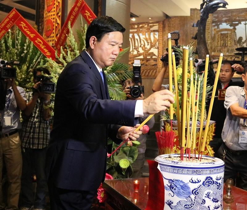 Chủ tịch nước dâng hương các Vua Hùng - ảnh 19