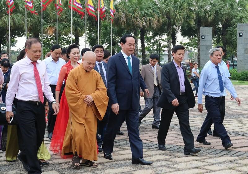 Chủ tịch nước dâng hương các Vua Hùng - ảnh 8