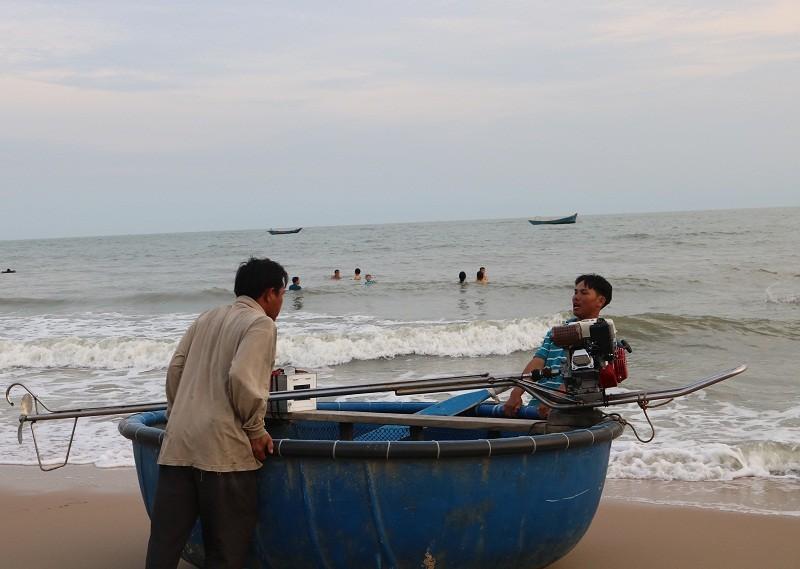 Biển Cam Bình được du khách ưa chuộng mùa Tết - ảnh 14