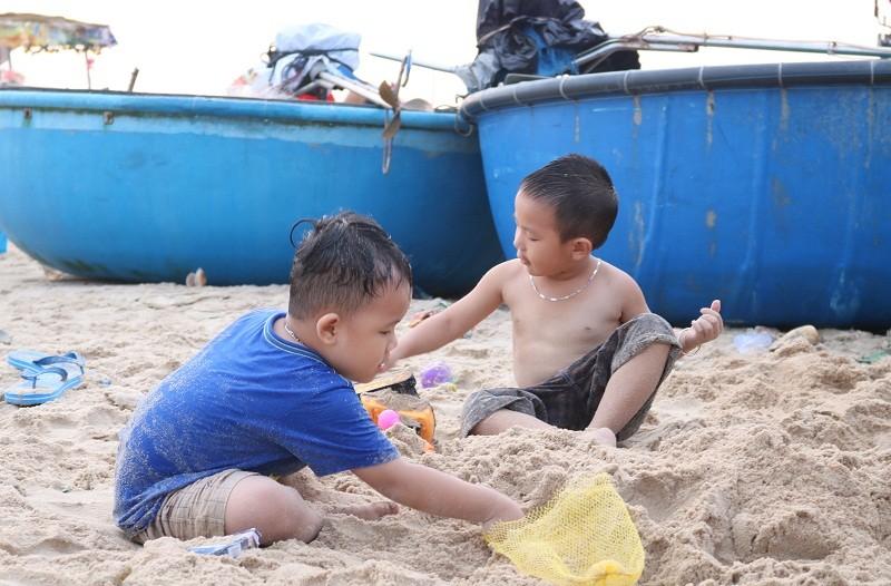 Biển Cam Bình được du khách ưa chuộng mùa Tết - ảnh 6