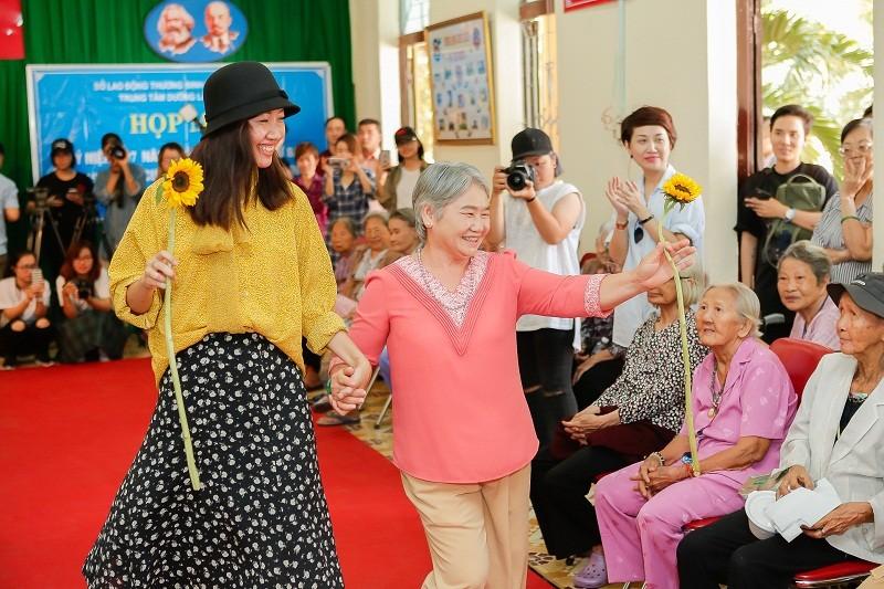 Ngắm các cụ bà ở viện dưỡng lão trình diễn thời trang - ảnh 7
