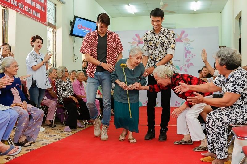 Ngắm các cụ bà ở viện dưỡng lão trình diễn thời trang - ảnh 8