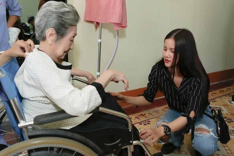 Ngắm các cụ bà ở viện dưỡng lão trình diễn thời trang - ảnh 5