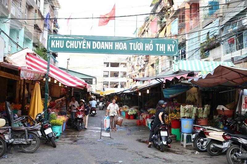 Chợ hoa Hồ Thị Kỷ: Ngôi chợ không ngủ trong lòng phố - ảnh 1