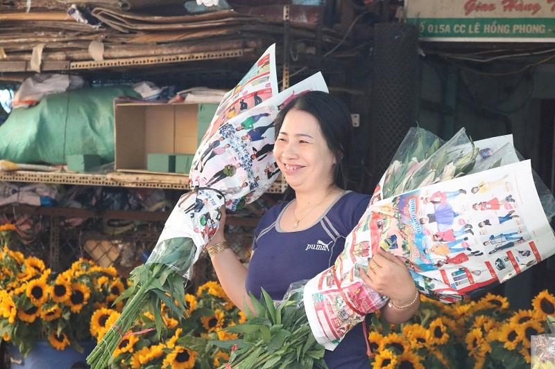 Chợ hoa Hồ Thị Kỷ: Ngôi chợ không ngủ trong lòng phố - ảnh 9