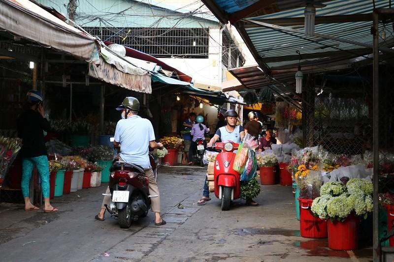 Chợ hoa Hồ Thị Kỷ: Ngôi chợ không ngủ trong lòng phố - ảnh 10