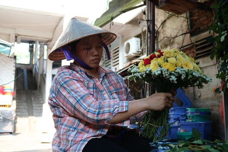 Chợ hoa Hồ Thị Kỷ: Ngôi chợ không ngủ trong lòng phố - ảnh 13