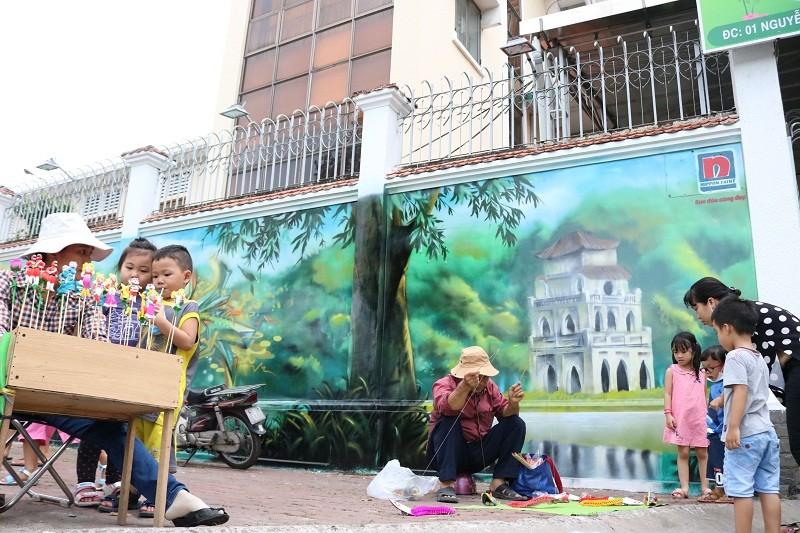 Ngẩn ngơ tranh tường trên phố Sài Gòn - ảnh 8
