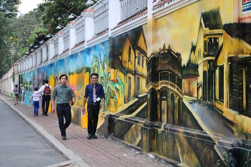 Ngẩn ngơ tranh tường trên phố Sài Gòn - ảnh 12
