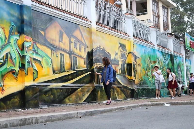 Ngẩn ngơ tranh tường trên phố Sài Gòn - ảnh 5