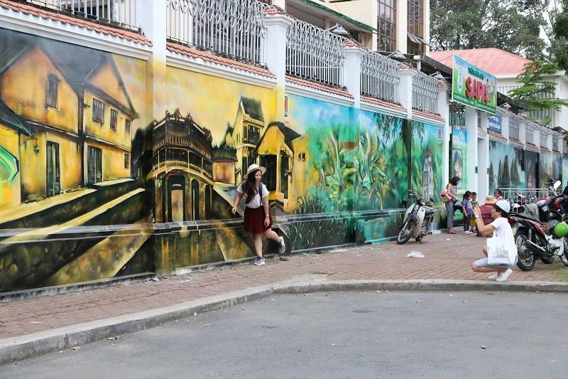 Ngẩn ngơ tranh tường trên phố Sài Gòn - ảnh 6