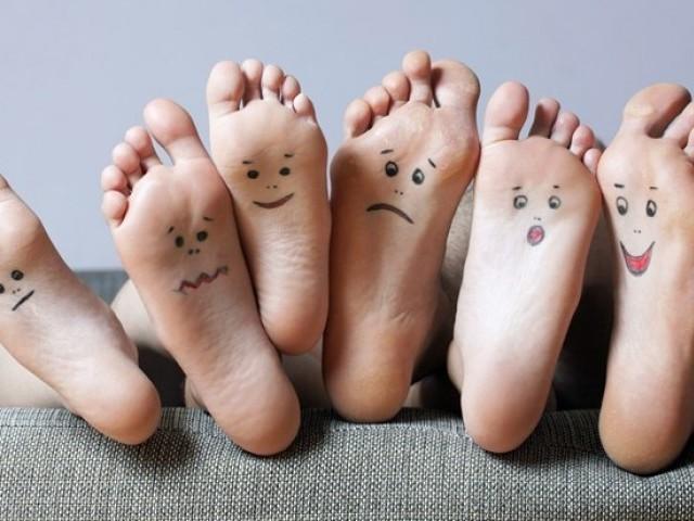 'Đọc'  bệnh trên đôi bàn chân - ảnh 1