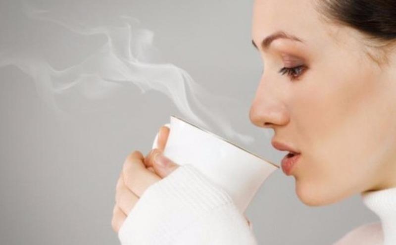"""Uống nước nóng, """"lời nhiều hơn lỗ"""" - ảnh 1"""