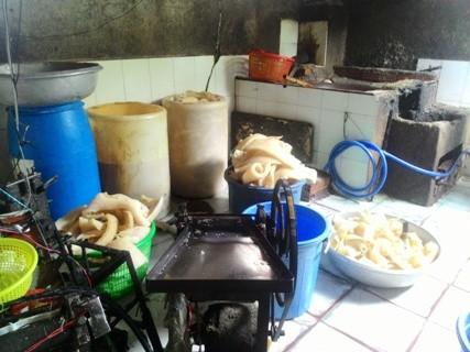 Rùng mình với cảnh bì lợn bẩn ngâm hóa chất ở Sài Gòn - ảnh 2