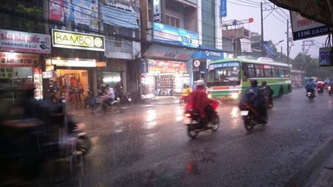 Mưa chuyển mùa, Sài Gòn sớm nắng chiều mưa - ảnh 1