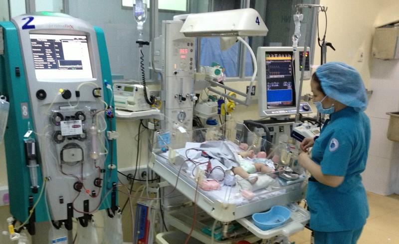 Lọc máu liên tục cứu sống bé sơ sinh - ảnh 1
