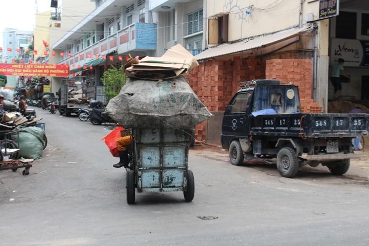 Xe 'mù', xe 'mờ' cản trở giao thông Sài Gòn - ảnh 10