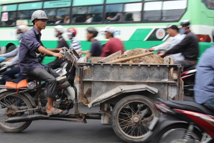 Xe 'mù', xe 'mờ' cản trở giao thông Sài Gòn - ảnh 3