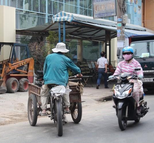 Xe 'mù', xe 'mờ' cản trở giao thông Sài Gòn - ảnh 5