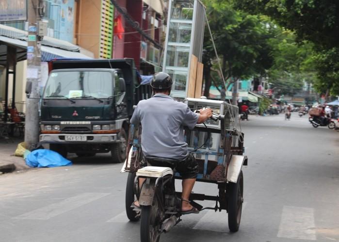 Xe 'mù', xe 'mờ' cản trở giao thông Sài Gòn - ảnh 6