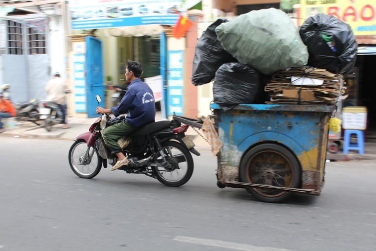Xe 'mù', xe 'mờ' cản trở giao thông Sài Gòn - ảnh 7