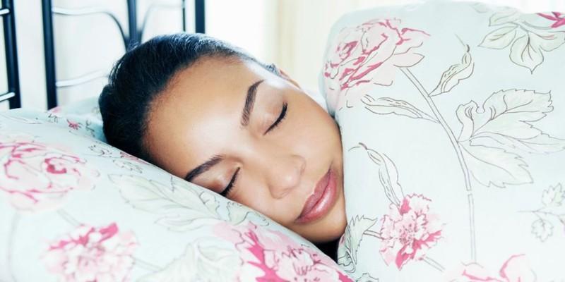 Để có làn da đẹp hơn trong lúc ngủ - ảnh 1